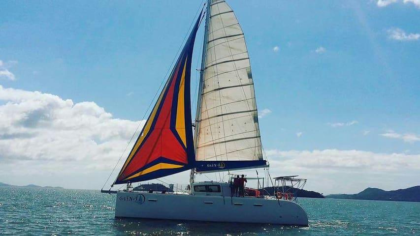 Hospedagem num veleiro catamarã - Tijucas - Boot