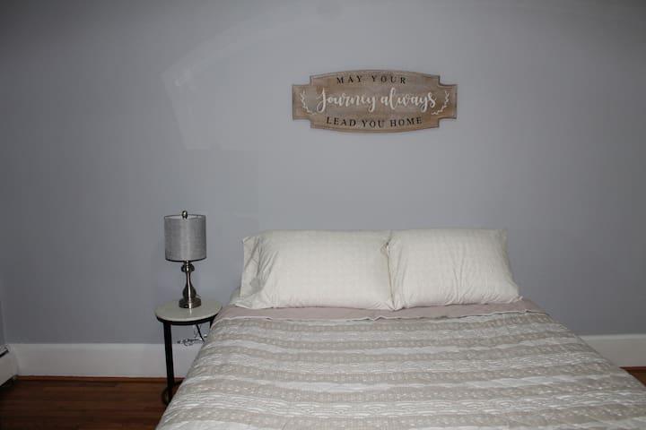 bedroom 3 w/ queen bed