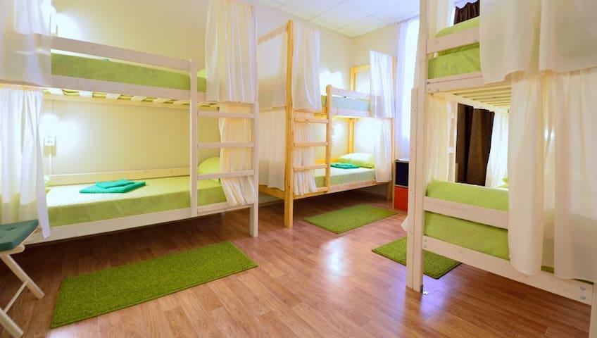 Кровать в 6-ти местном номере