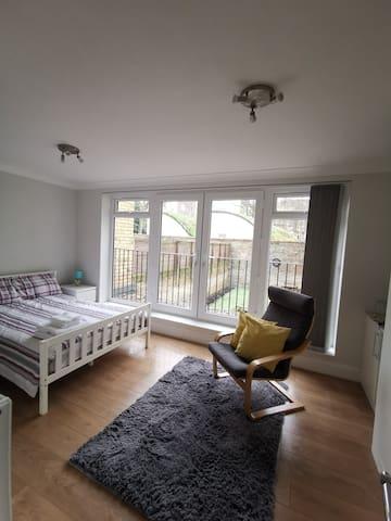 Big double en-suite bedroom near King's Cross