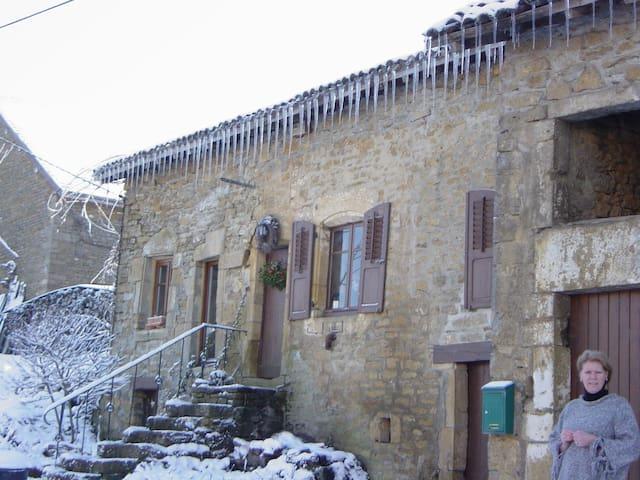 WE gourmet chasseurs dans la Vigne - Signy-Montlibert - House