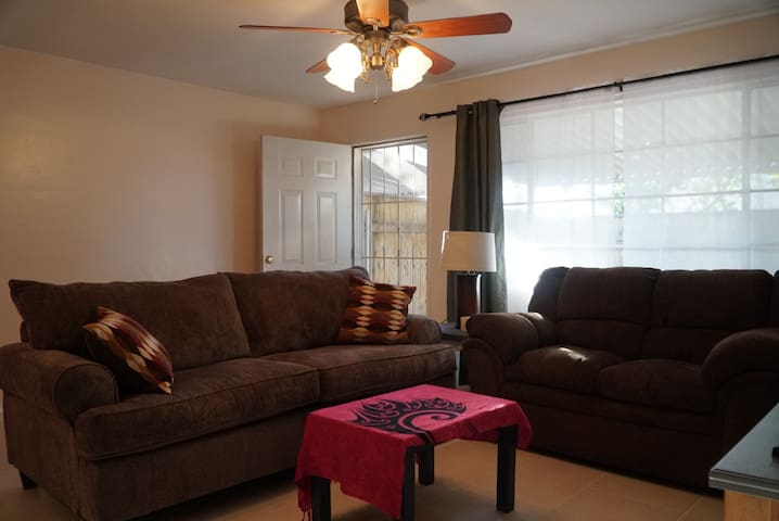 2 BR Comfortable Home Base in North Central Tucson