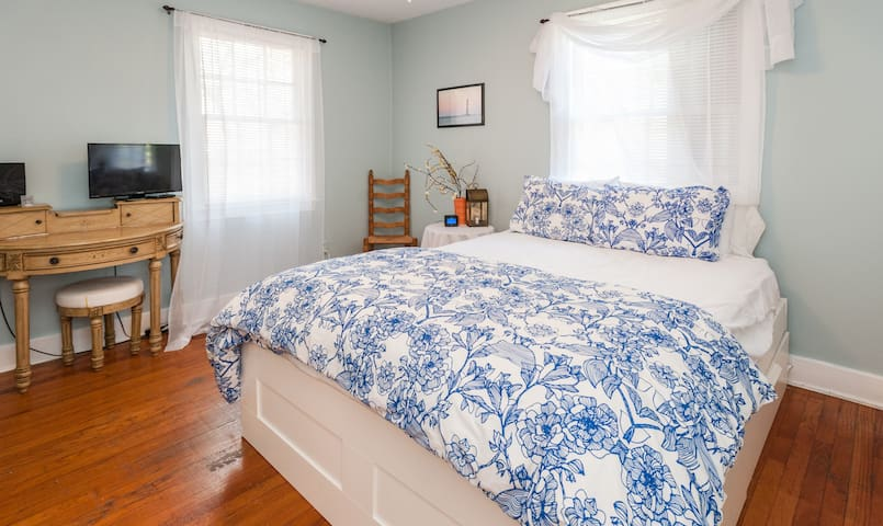 Cozy Downtown Charleston Apt. Walk to King Street