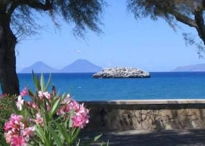Attico Vista mare ed Isole Eolie - Brolo - 公寓