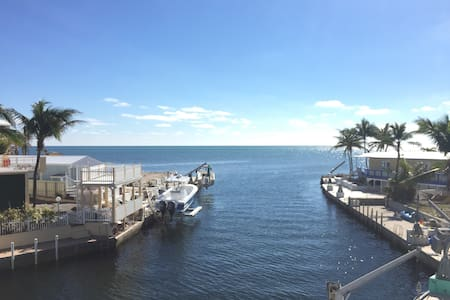 Keys living with Breathtaking Oceanfront view