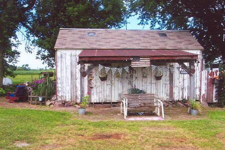 """Tamra's Country Cottage """" Vintage Charm"""""""