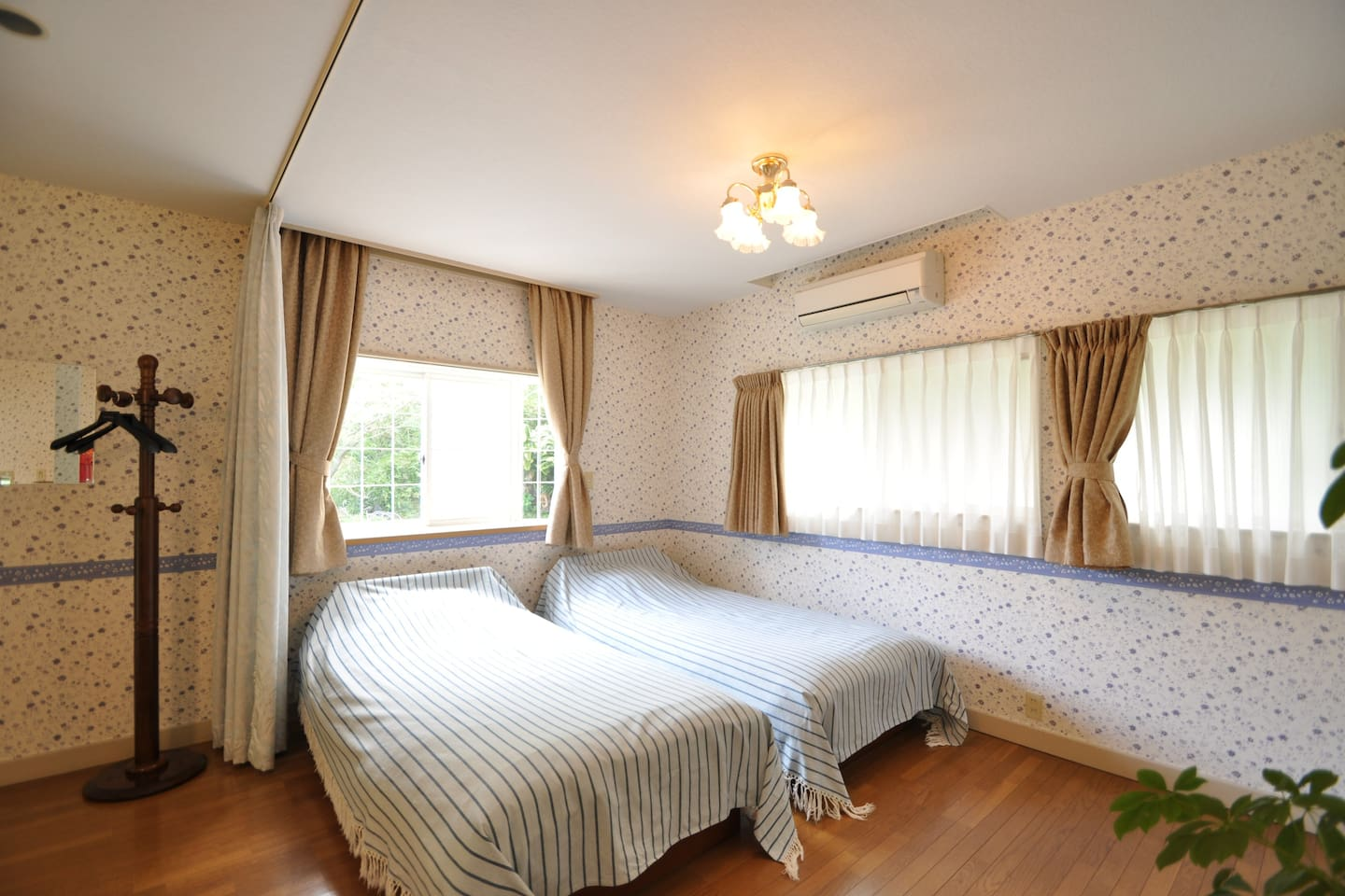 There is 2 single bed