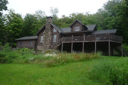 Private Mountain top log home with Lake access - Roscoe - Cabin