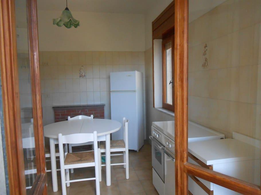 la cucina vista dal balcone