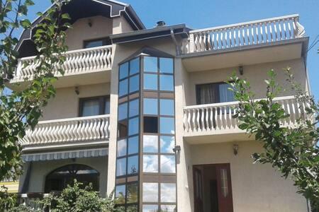 Room rent, Prishtina periphery - Prishtinë
