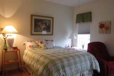 Clean Comfortable close to beach nice neighborhood - Port Orange