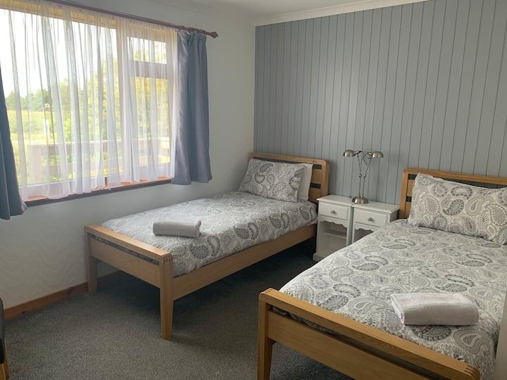 Shiloh B&B  En-suite twin room.