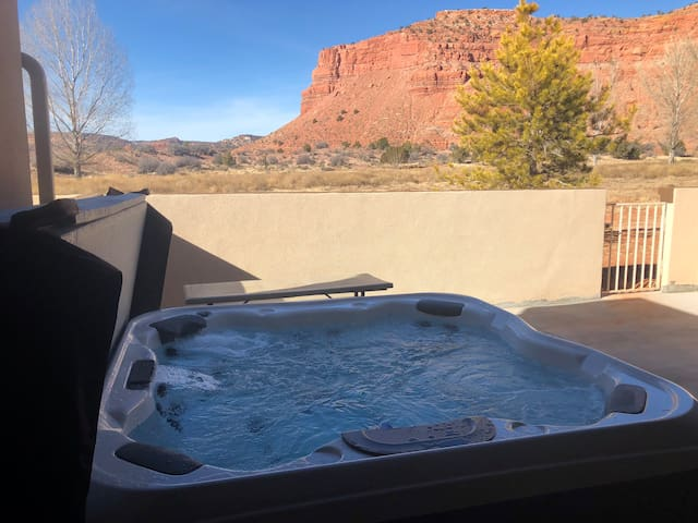 Private hot tub in the backyard with wonderful views!