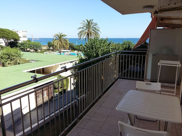 Apartment beachfront near Barcelona - Cabrera de Mar - Leilighet