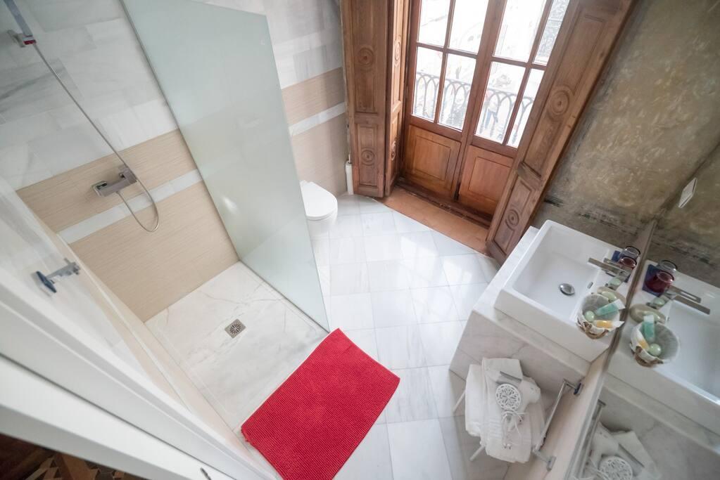toilette y lavabo