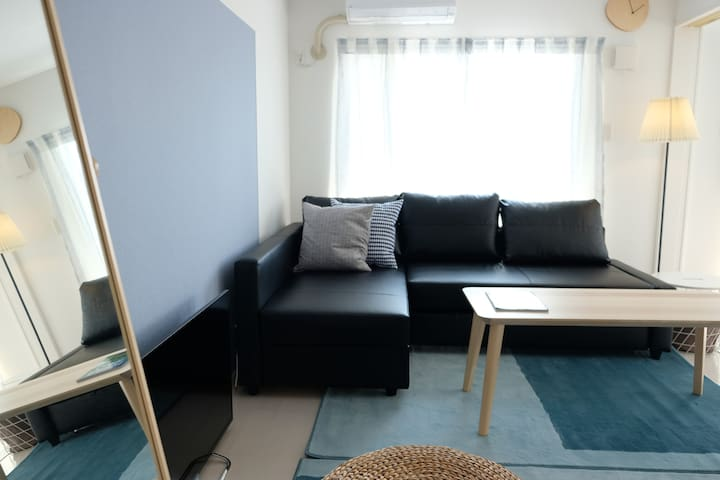 [2nd floor]  30 min drive from airport!