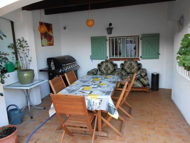 villa F4 à 100 m de la plage avec piscine privée - Sainte-Marie - Ev
