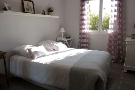 Chambre privée ton gris dans Villa - Castelmaurou