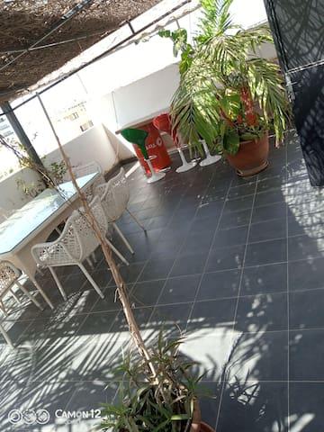Joli studio meublé , terrasse privée et ascenseur