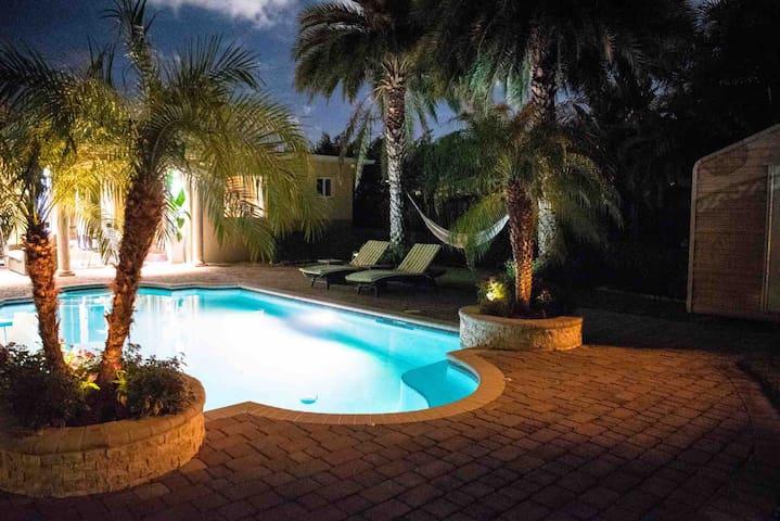 Modern Private Studio with tropical garden Miami