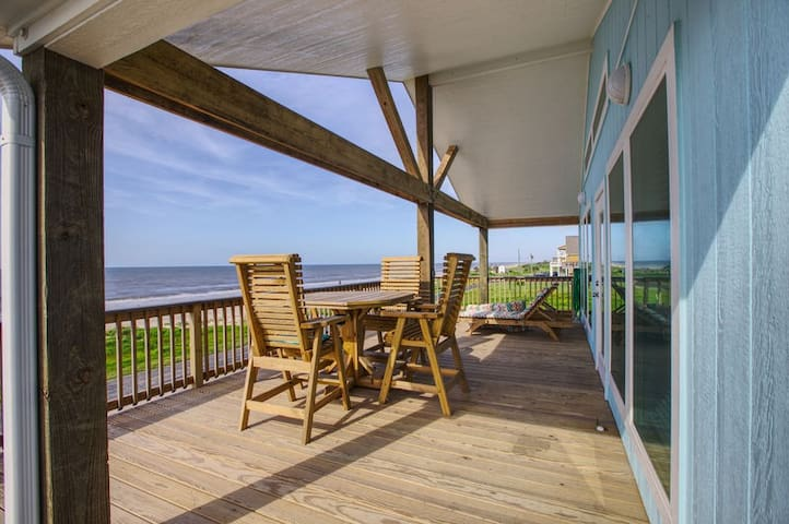 BeachQuest Beachfront 3 BR, 2 Bath, Gourmet kitchen, Oceanview. Awesome Deck
