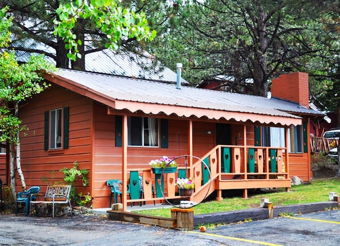 EDELWEISS LODGE TWO BEDROOM QUEEN- SLEEPS 6