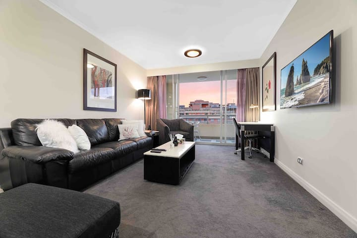 2 BEDROOM APARTMENT DARLING HARBOUR WITH VIEW