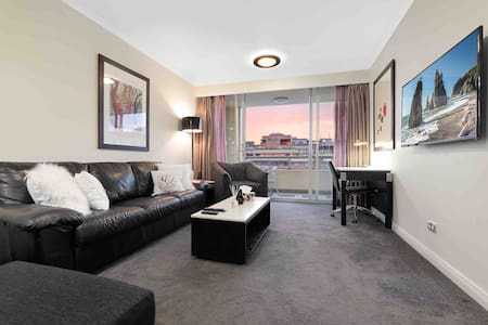2 BEDROOM 2 BATHROOM APT DARLING HARBOUR WITH VIEW