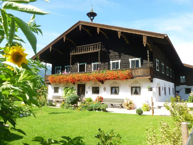 Small Apartmt. in Histor. Farmhouse - Inzell - Huis