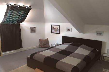 Grande chambre et SDB privée - Wohnung