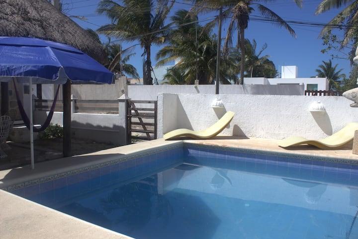 Casa Piedra, casa de playa en Chicxulub, Yuc.