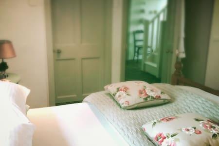 Farmhouse Luxury Bed and Breakfast - Thomastown - ที่พักพร้อมอาหารเช้า