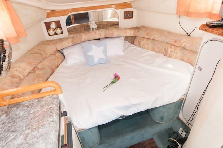 Beautilfull boat to sleep