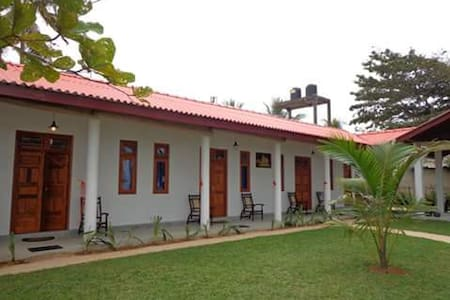 Garden On Sea - Hikkaduwa - Bed & Breakfast