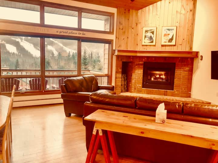 MWP35: Beautifully appointed AIR CONDITIONED Mount Washington Place townhouse with fireplace, air hockey, WiFi, PROFESSIONALLY CLEANED!