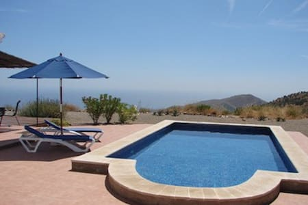 Private country house with amazing views - Moclinejo - Dom