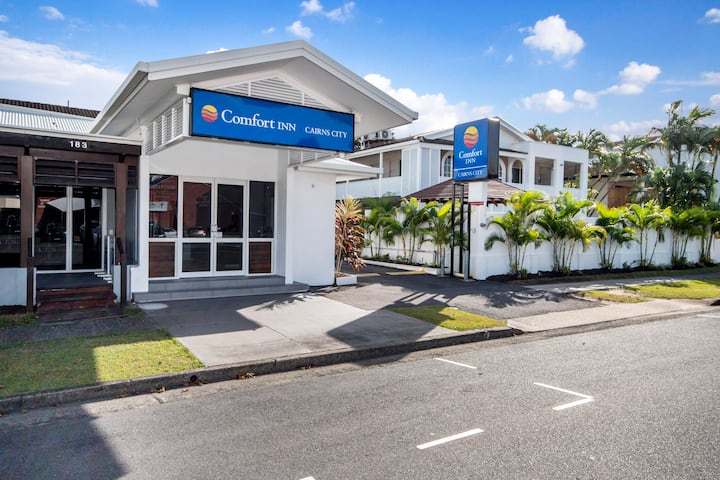 Comfort Inn Cairns City (1 Queen Bed+Free Parking)