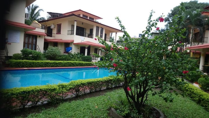 Candolim close to the beach with WIFI