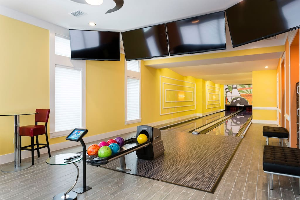 Luxury Villa With Bowling Alley Villas For Rent In Four