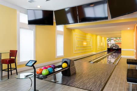 Luxury Villa with Bowling Alley - Dom