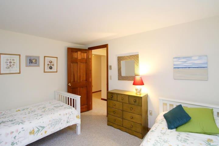 Lower Level: Kids bedroom