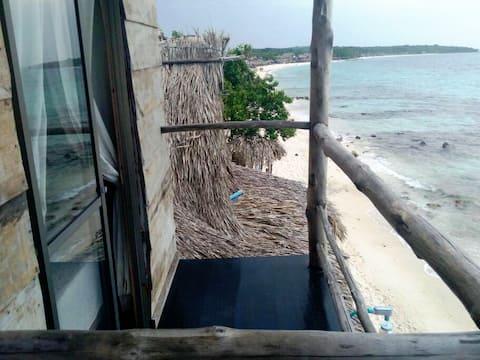 Habitación doble con balcon y hermosa vista al mar