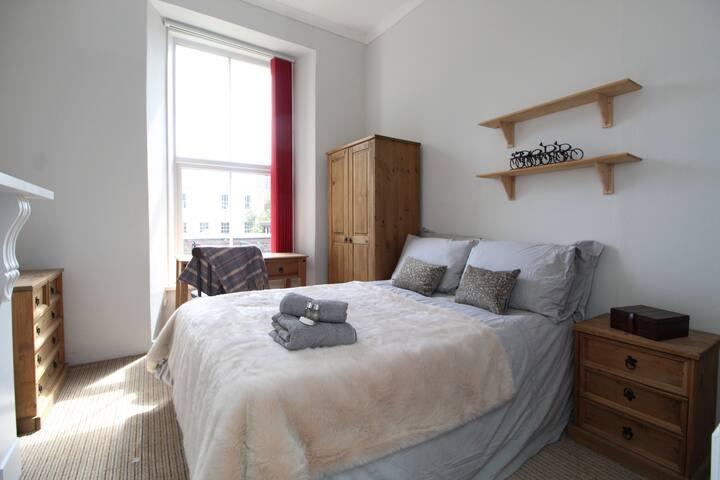 The Grosvenor House Room 4