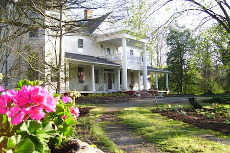 The Cedars Bed and Breakfast, since 2007. - Snow Hill