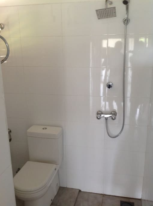 Newly renovated shower and WC with entrance from the balcony.