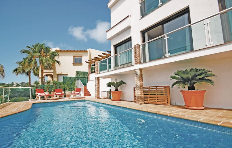 Holiday cottage with 3 bedrooms on 150 m² in Mijas Costa