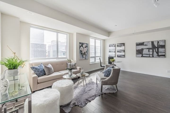 Townhome Mineola, Mississauga - FREE PARKING