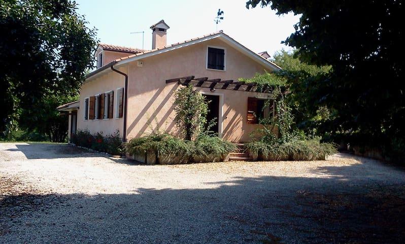 Romantica casetta nel bosco del Montello - Crocetta del Montello