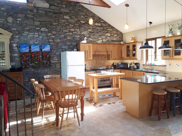 Teach Mor Cottage - The Priory Courtyard Killarney