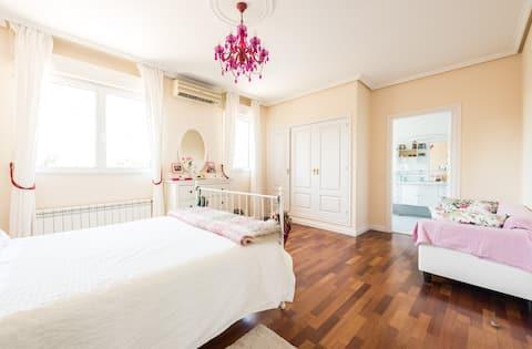 Beautiful bedroom  in a luxury house near Madrid